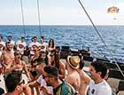 Vrijgezellen boot feest vrouwen en mannen